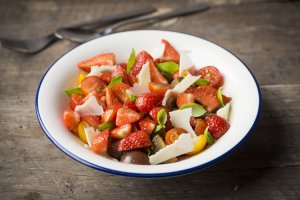 STRAWBERRY, CHEESE & TOMATO SALAD
